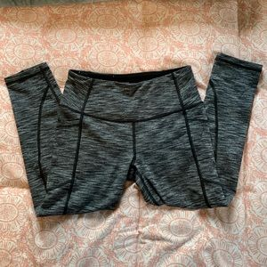 Victoria Sport Gray Knockout Crop